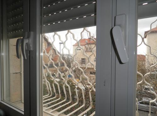 תיקון חלון ותריס