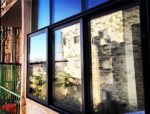 חלון הזזה עם חלוקה